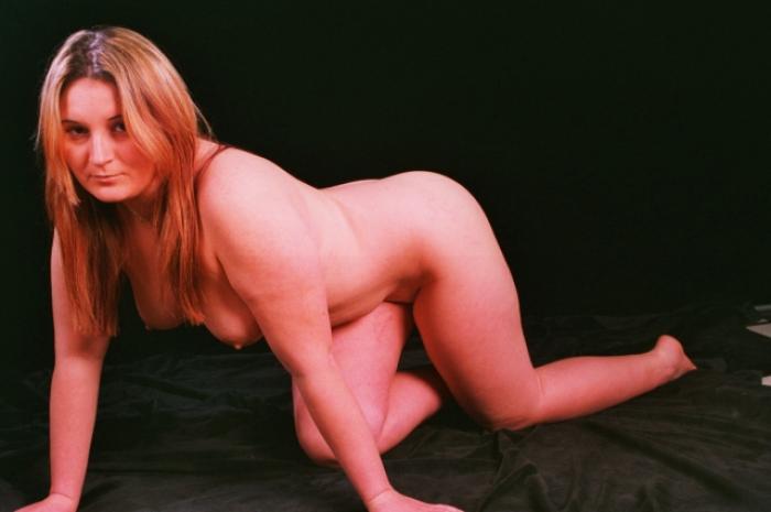 Carry-geiles Luder zeigt sich nackt