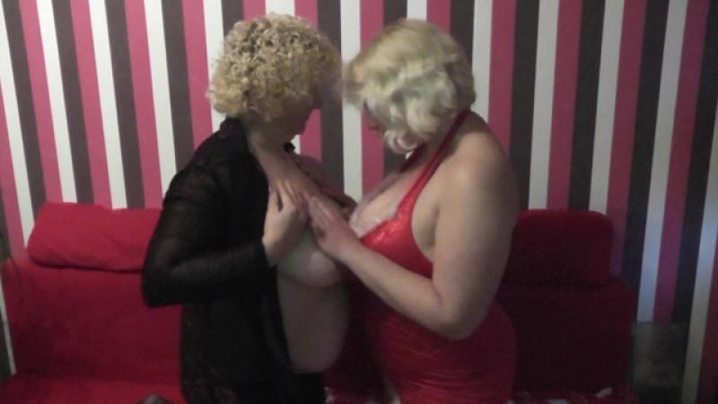 Geiler Lesbenclip zwischen zwei naturgeilen Blondinen.