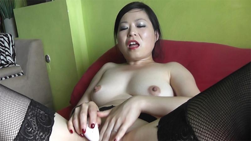 Asia-Queen beim masturbieren beobachtet